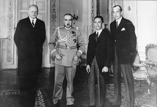 German ambassador, Hans-Adolf von Moltke, Pilsudski, Joseph Goebbels and Jozef Beck, Polish Foreign minister, in Warsaw on 15 June 1934, five months after the German-Polish Non-Aggression Pact Bundesarchiv Bild 183-B0527-0001-293, Warschau, Empfang Goebbels bei Marschall Pilsudski.jpg