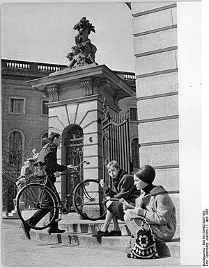 Bundesarchiv Bild 183-D0402-0007-001, Berlin, ...