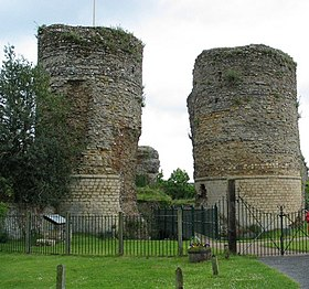 Bungay - Castle Remains.jpg