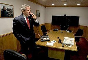 English: President George W. Bush speaks with ...