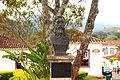 Busto de Tiradentes próximo à Igreja Matriz.JPG