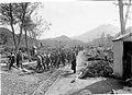 Cárcel del fin del mundo. Reclusos volviendo a la prisión luego de una jornada laboral al aire libre, Ushuaia 1933.jpg