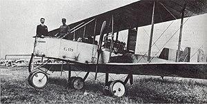 Giovanni Battista Caproni - Giovanni Caproni (on the left) on board the second Caproni Ca.32 at Taliedo airport in July 1915.