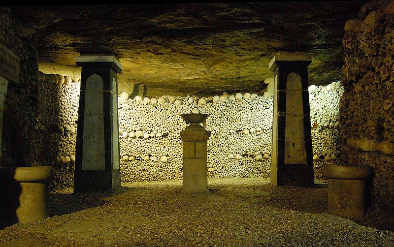 Catacombes De Paris.jpg