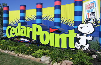 Cedar Point - Entrance sign (2005). The background changes depending on the new attraction that year