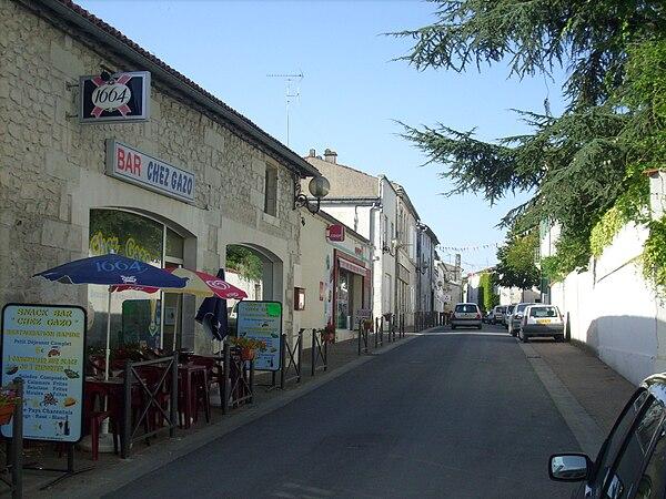 Une rue du centre-ville.