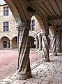 Château de Rochechouart colonnades torses 2.jpg