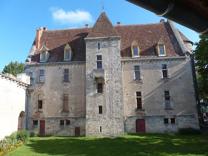 Château du Châtelard, Ébreuil (Allier). Façade arrière (nord-ouest).