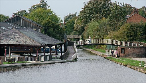 Chester Canal Basin - Raymond Street - Chester - 2005-10-09