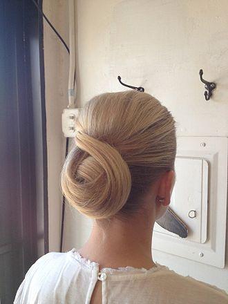 Chignon (hairstyle) - Chignon example