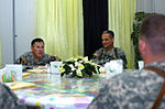 Chinook Battalion meets Multi National Division-Baghdad commanding general DVIDS41075.jpg