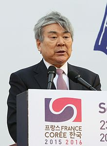 Cho Yang-ho in the 2015-2016 of Korea-France Bilateral Exchanges (cropped).jpg
