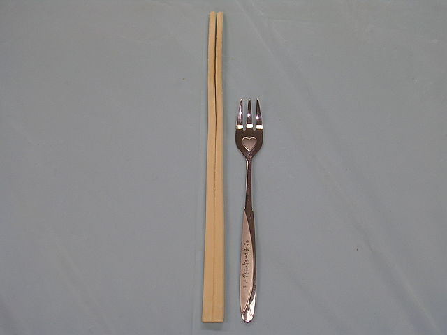 http://upload.wikimedia.org/wikipedia/commons/thumb/e/e1/Chopsticks_and_fork.JPG/640px-Chopsticks_and_fork.JPG