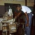 Collectie Nationaal Museum van Wereldculturen TM-20029640 Leerling op de John F. Kennedy Technische School Aruba Boy Lawson (Fotograaf).jpg