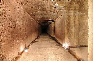 Souterrain reliant l'abri-caverne au fort.. Te...