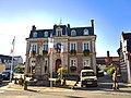 Conty - Mairie et monument aux morts WP 20180811 09 13 32 Pro.jpg