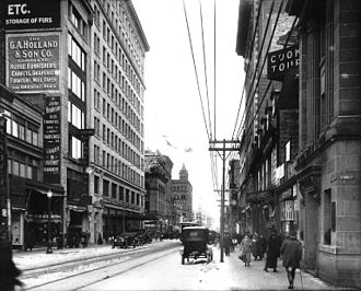 Stanley Street (Montreal) - Corner of St Catherine and Stanley Streets looking east (1915)