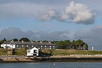 Cottages at Lepe - geograph.org.uk - 1096865.jpg