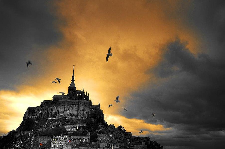 Coucher de soleil sur l'abbaye de Mont St Michel