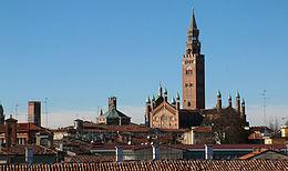 Panorama cremonese, sullo sfondo il Torrazzo