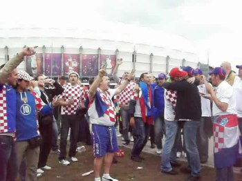 Plik:Croatian supporters singing before Croatia - Italy match, Poznań, June 14, Euro 2012.ogv