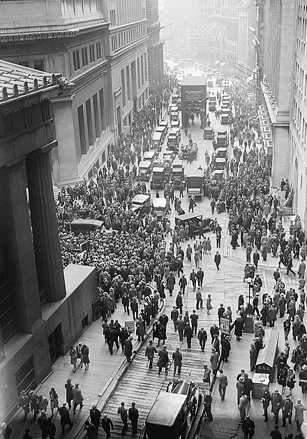 Crowd gathering at the intersection of Wall Street and Broad Street after the 1929 crash