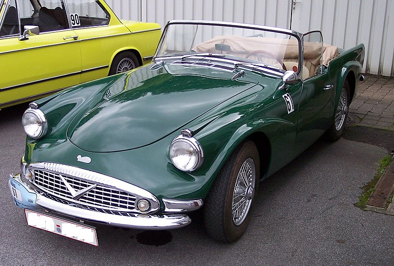 File:Daimler SP250 Dart green vl.jpg
