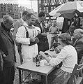 Dam tot Dam race , eerste dag, Dick van Rijn (AVRO) op Dam. Hij zal als passagie, Bestanddeelnr 910-6152.jpg