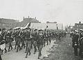 De detachementen van de Koninklijke Marine defileren voor Schout-bij-nacht H. Jo – F41797 – KNBLO.jpg