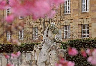 Der Schicksalsbrunnen - Alegorie der Freude.jpg