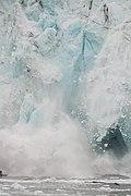 Desprendimiento en el glaciar Margerie, Parque Nacional Bahía del Glaciar, Alaska, Estados Unidos, 2017-08-19, DD 64.jpg