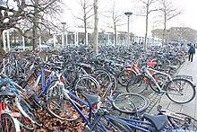 Hap-hazard bike parking gone wild. Without organized parking facilities f6de89761