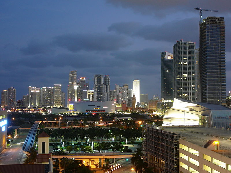 [عکس: 800px-Downtown_Miami_night_north_20080514.jpg]