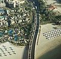 Dubai - Wild Wadi Waterpark am Jumeirah Beach Hotel und Zufahrt zum Hotel Burj Al Arab - بارك البرية وادي المياه - panoramio.jpg