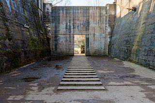 Egykori érctartály a Landschaftspark Duisburg-Nord területén (Észak-Rajna-Vesztfália, Németország)