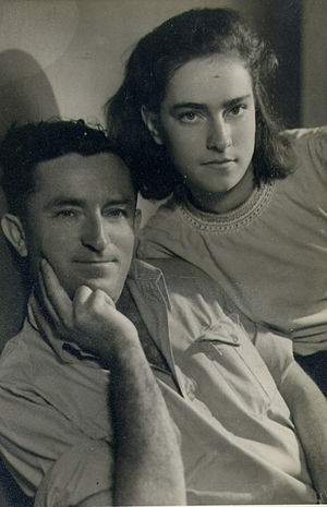 Dvora Omer - Dvora Omer in her youth with her father, Israeli newspaper editor Moshe Mosenzon
