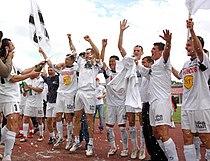 Echipa U Cluj sarbatorind promovarea in Liga I in 2007.jpg
