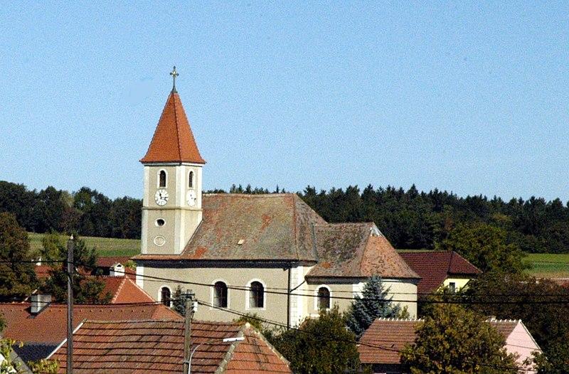 File:Eggendorf am Walde Pfarrkirche.jpg