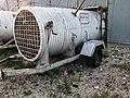 """Eingangstür für Eisbären, """"Eisbärengefängnis"""", Curchill, Manitoba, Kanada.jpg"""