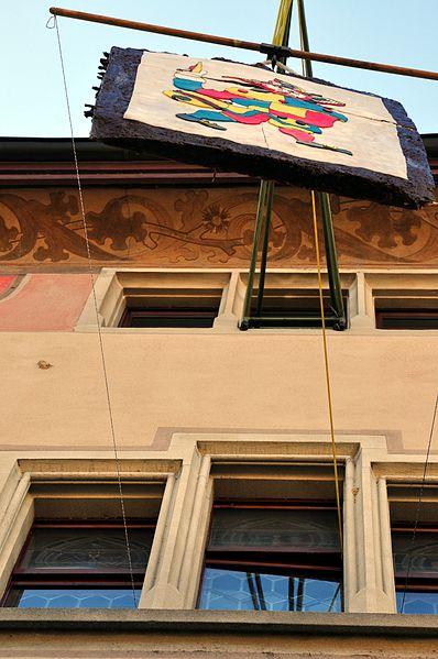 File:Eis-zwei-Geissebei (2012) - Rathaus Rapperswil - Hauptplatz 2012-02-21 14-36-28.JPG