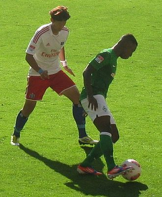 Bundesliga - Heung-Min Son of Hamburg against Eljero Elia of Werder Bremen in the Nordderby