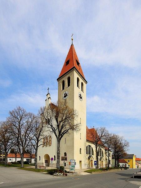 File:Enzersfeld - Kirche (1).JPG