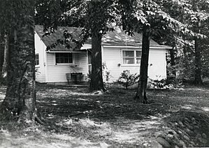 Ernest Hemmingway Cottage Walloon Lake MI.jpg