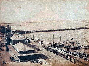 Central Station (Buenos Aires) - Lateral view of the station in 1885. At right, the Río de la Plata with the passengers dock and customs entrance.
