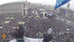 Файл:Euromaidan on Maidan Nezalezhnosti, Kiev 2013-12-08.webm