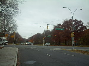 Francis Lewis Boulevard - Francis Lewis Boulevard intersecting with Union Turnpike in Cunningham Park