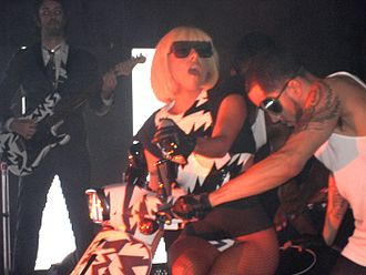 The Fame Ball Tour - Image: Fameballeheh 3
