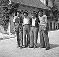 """Fantje iz Loga pod Mangartom gredo na """"štelengo"""" v Bovec 1952.jpg"""
