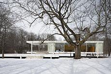 白いファザードのファンズワース邸の参考画像