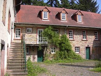 Neuleiningen - Felsenmühle in Neuleiningen-Tal, inner yard and east wing